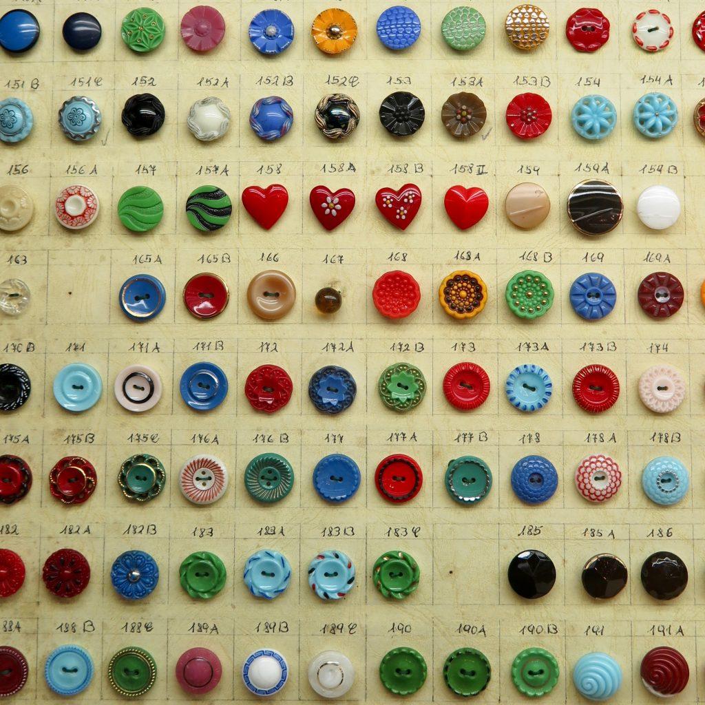 historische Knopfkarte im Glasknopfmuseum Weidenberg