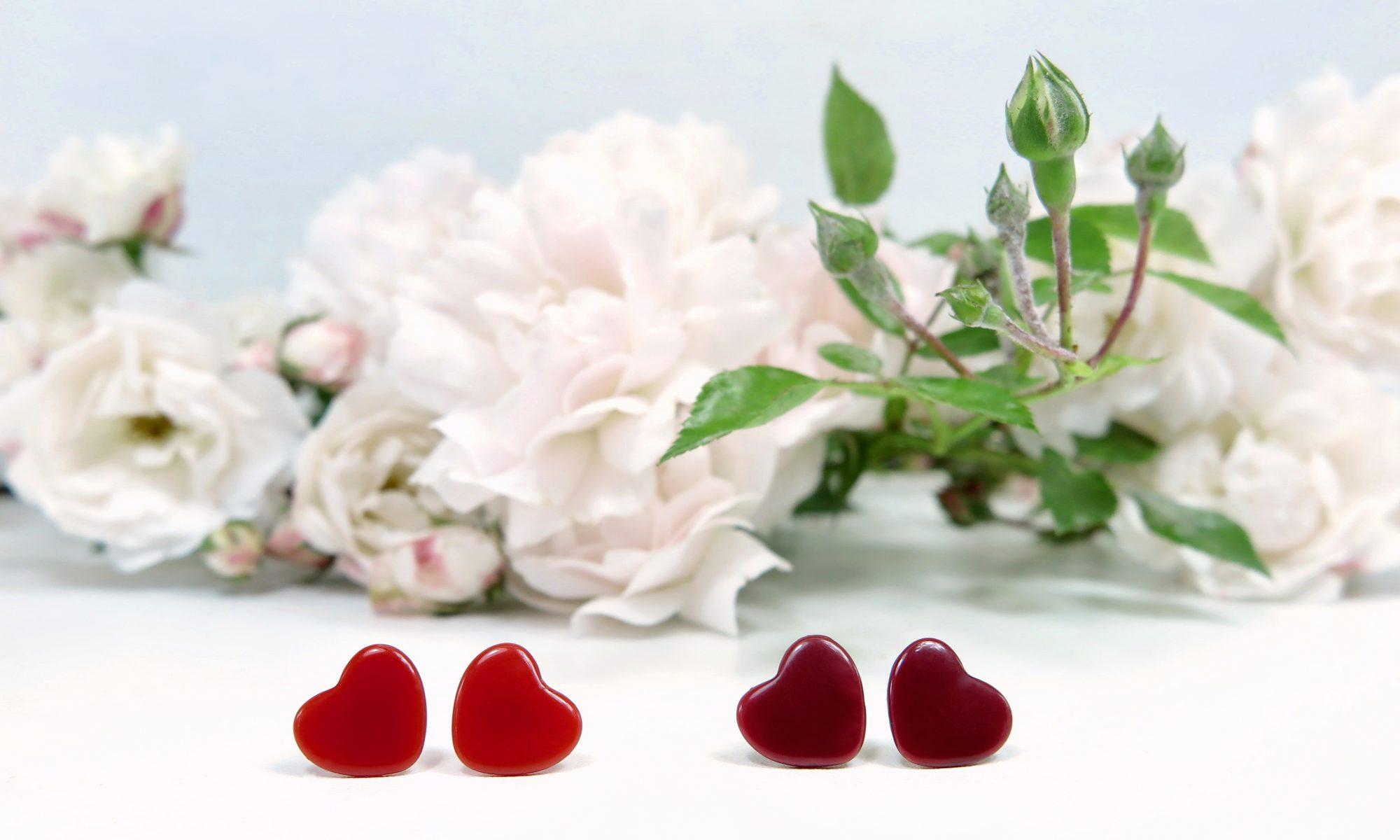 Herzohrstecker vor Rosen